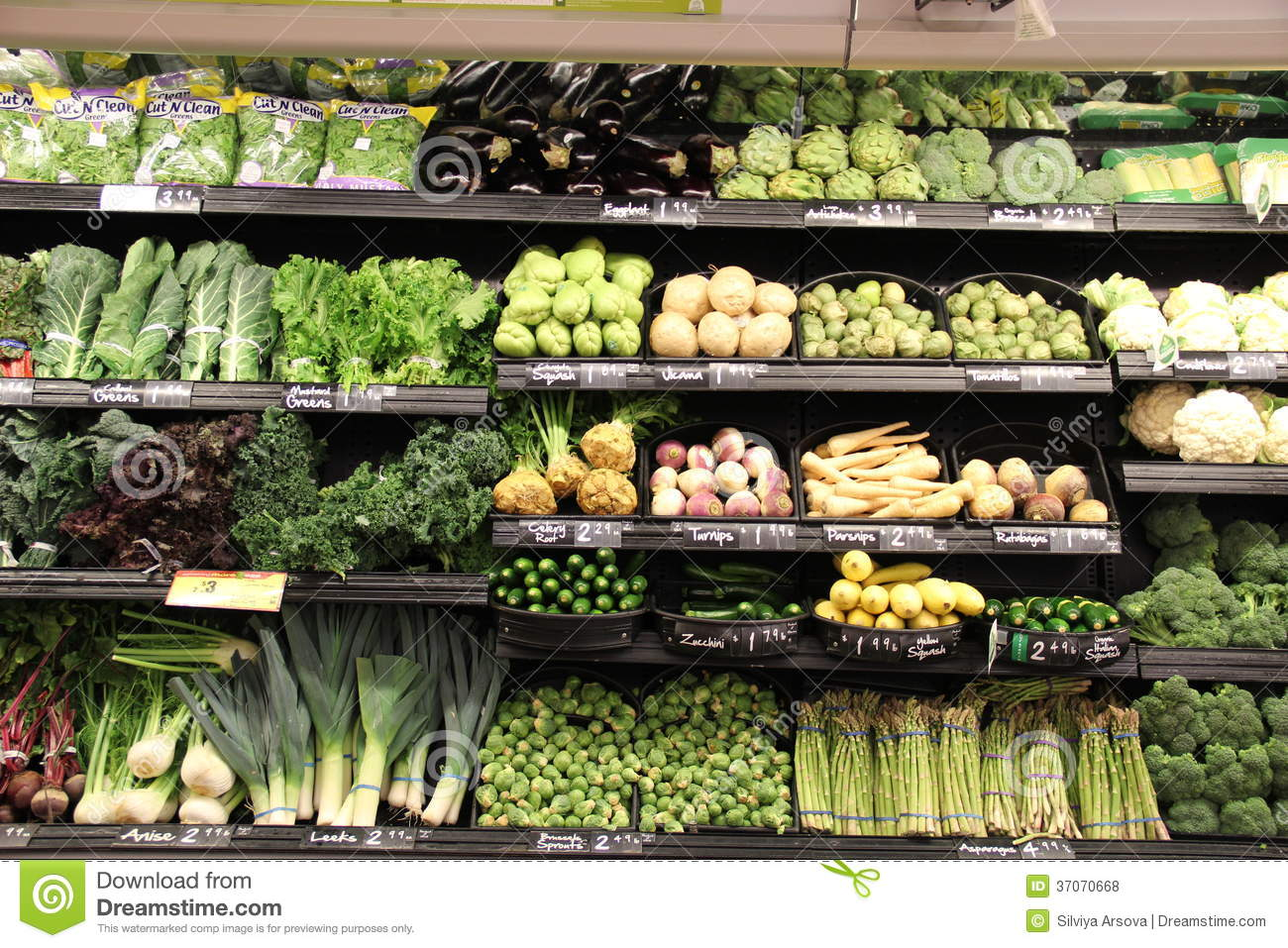 green-vegetables-section-grocery-store-37070668.jpg